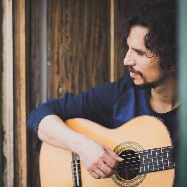 Alex Maia é professor de violão e coordenador do IV&T