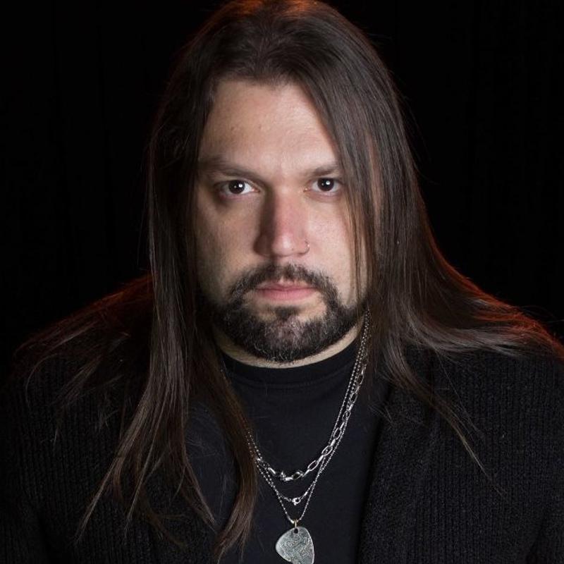 Fernando Quesada é professor da EM&T School of Rock nos cursos de Produção Musical, Music Business e Técnico em Áudio.