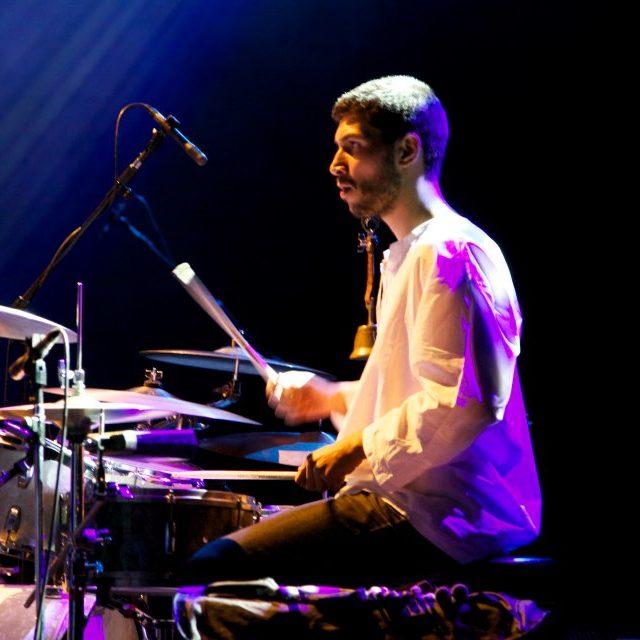Ricardo Berti é professor de bateria na EM&T School of Rock