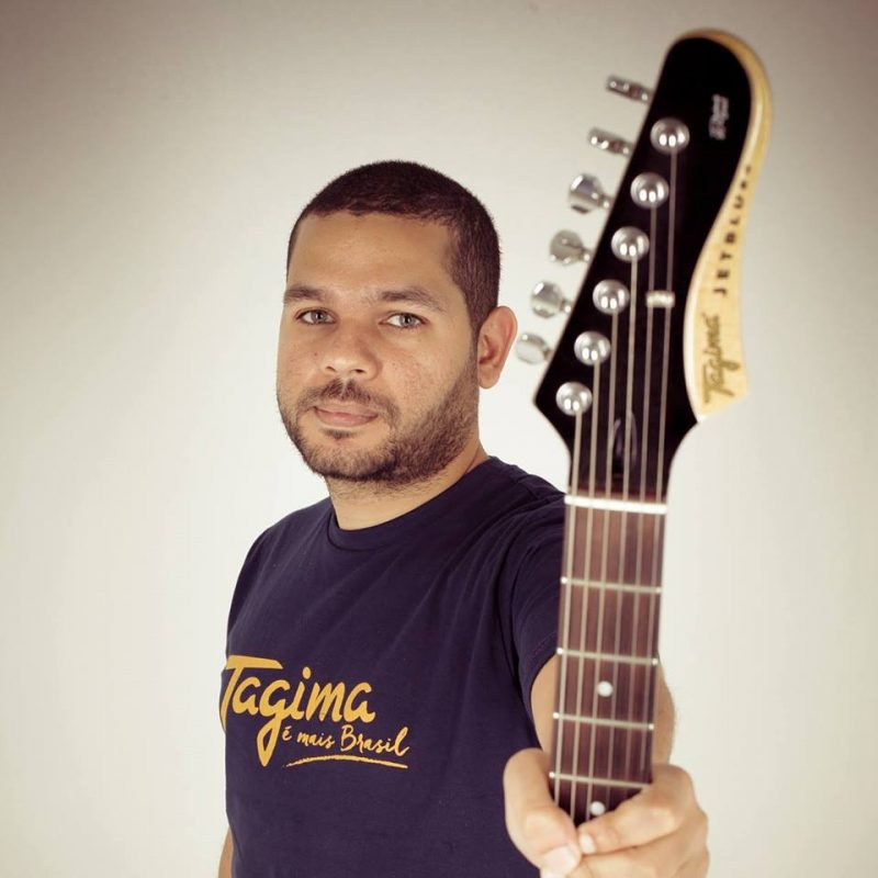 Sergio Casalunga, professor do curso de guitarra na EM&T School of Rock