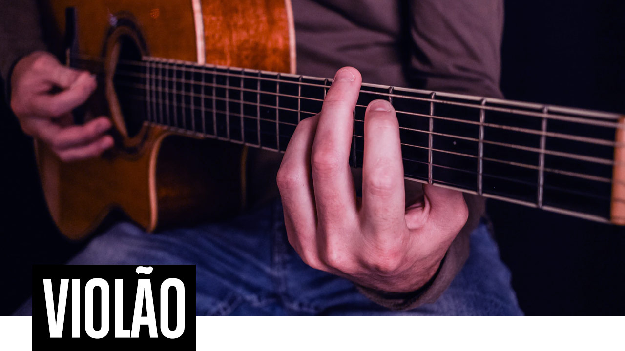 Curso de violão na EM&T School of Rock