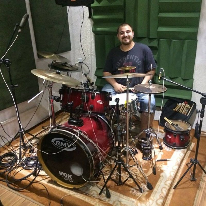 Fabio Marrone, professor de bateria na EM&T School of Rock