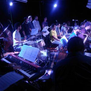 Speakin' Jazz Big Band: 17 músicos no palco da EM&T