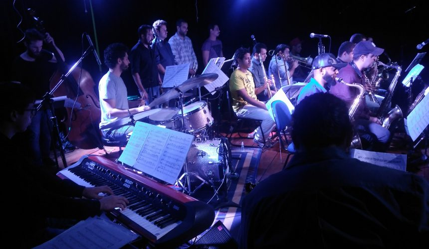Speakin' Jazz Big Band: 17 músicos no palco da EM&T