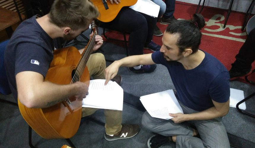 Sábado foi dia de tocar violão: um balanço das aulas gratuitas