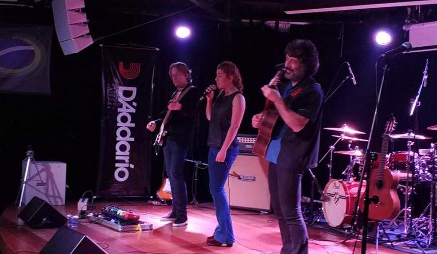 Andy Timmons toca Bossa Nova e Rock para auditório lotado