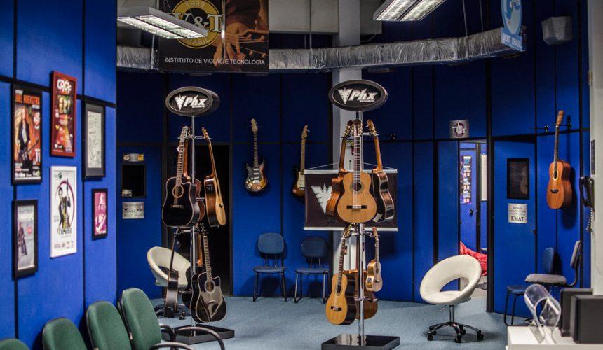 Venha experimentar os violões PHX na EM&T