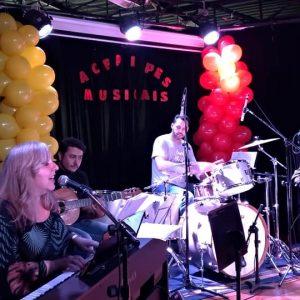 Acepipes Musicais: alunos de canto no palco