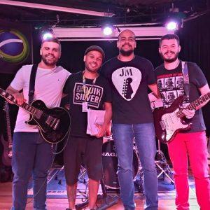 Prova de guitarra no palco: Alunos do professor Sergio Casalunga