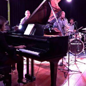 Piano na EM&T! Alunos da Prof. Deisy Araujo no palco