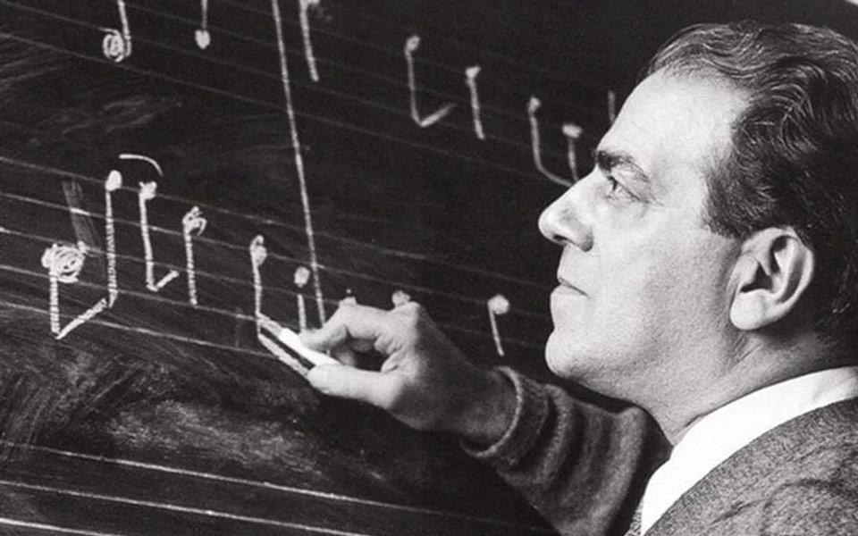 Heitor Villa-Lobos, compositor, maestro, violoncelista, pianista e violonista brasileiro.