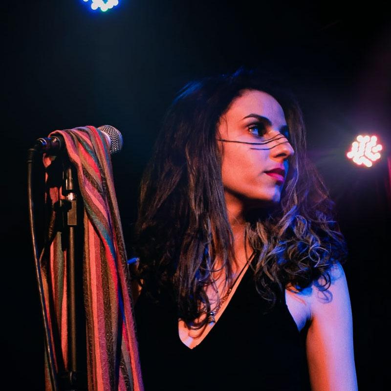 Marjorie Xavier é professora de canto na EM&T School of Rock.