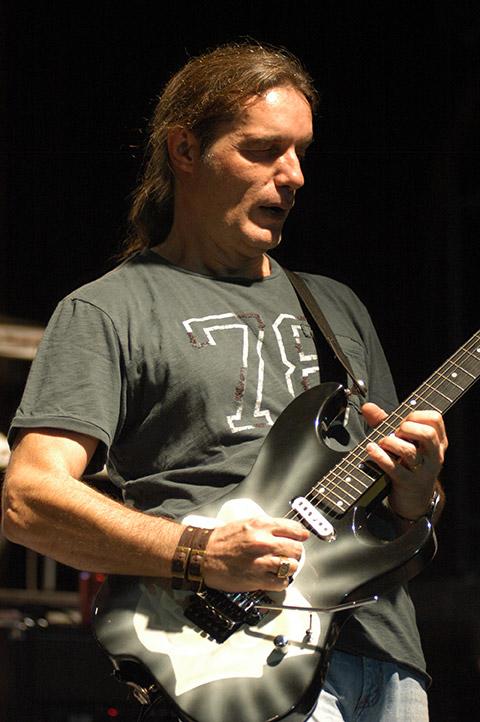 O guitarrista Wander Taffo transformou o sonho de promover o ensino da música no Brasil em realidade.