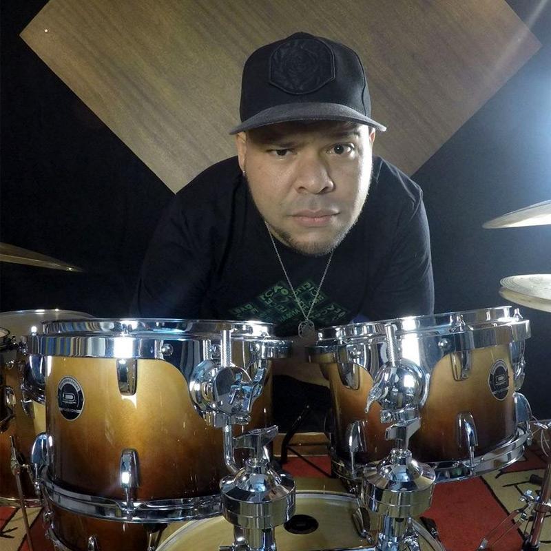 Fabio Porpeta é professor de bateria na EM&T School of Rock.
